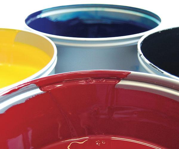 Wir setzen ausschließlich auf Partner-Druckereien die mit modernsten Druckmaschinen arbeiten. Abgesehen von der besseren Qualität, benötigen moderne Druckmaschinen weniger Wasser. Außerdem werden biologisch abbaubare und damit umweltfreundliche Neo-Pigment-Tinten genutzt.
