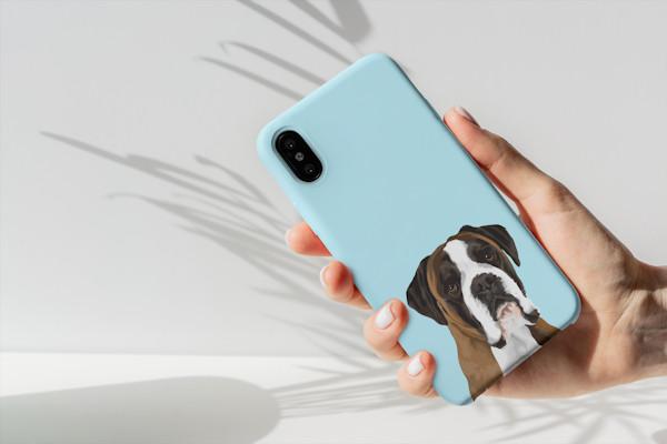 Soft Case entweder mit farbigen oder transparentem Hintergrund. Gängigsten Modelle verfügbar für iPhone, Samsung, Huawei, Pixel usw.