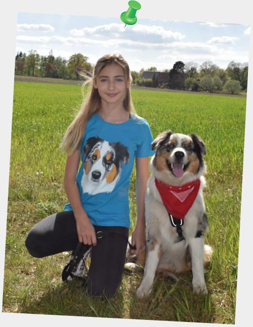 Aimee und Sancho sind zufrieden und glücklich mit Ihrem T-Shirt von Print Pets 😊